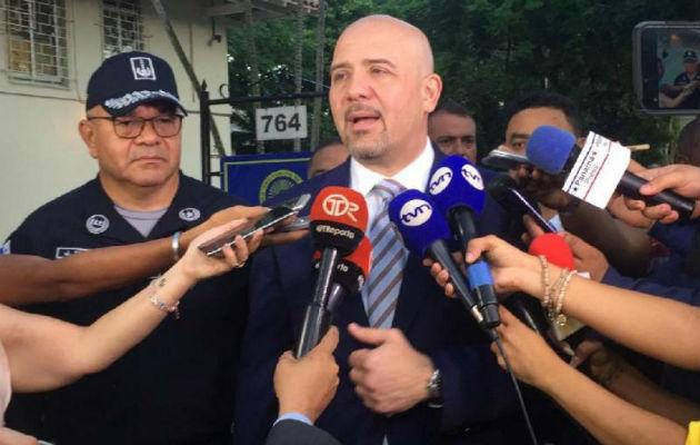 Rolando Mirones aprobó recientemente la extensión de la veda de importación de armas al país. Foto: Panamá América.