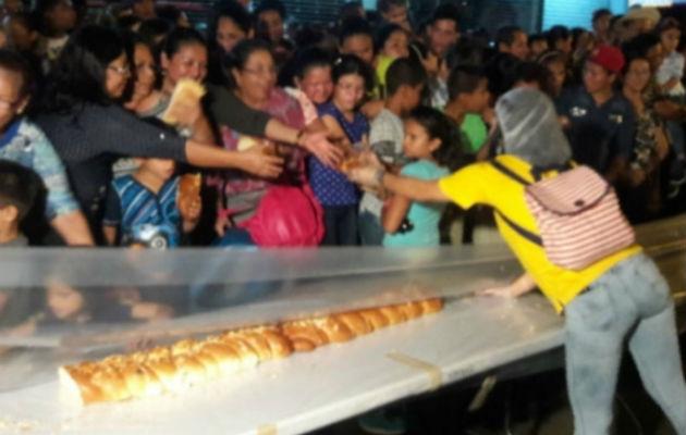 La rosca cuyo valor es de aproximadamente B/12,000.00 dólares será donada por la Panadería Santa Librada.