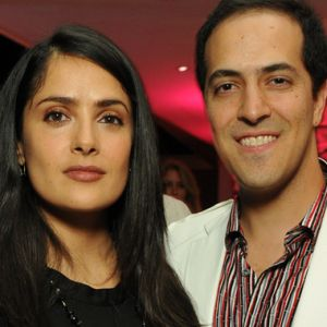 Salma Hayek apoya a su hermano tras accidente