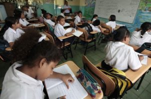 Los docentes dicen que no permitirán que cesen los nombramientos. Archivo.