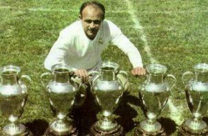 Alfredo Di Stéfano marcó tres goles en la final, para agregar otra copa más a las vitrinas del Real Madrid. Real Madrid