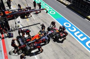 Max Verstappen (Red Bull) con el mejor tiempo ayer en los ensayos. Foto:EFE