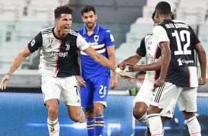 Cristiano Ronaldo ya pudo celebrar su tercer trofeo italiano, tras la Serie A y la Supercopa del año pasado. EFE