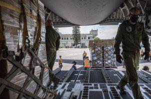 Más de 30 soldados canadienses participan en las tareas de carga. Cortesía