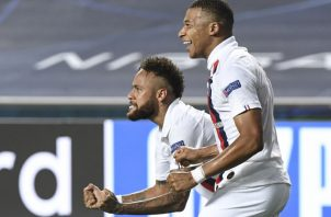 Neymar. (izq.) y Mbappé festejan Foto:EFE