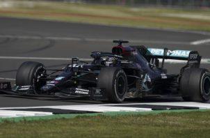 Lewis Hamilton es el actual líder del torneo mundial de Fórmula Uno. Foto:EFE