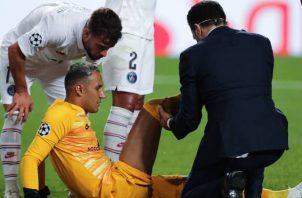 El portero Keylor Navas que se lesionó en los cuarto de final de la Champions, entrenó con normalidad ayer con el PSG. Foto:EFE