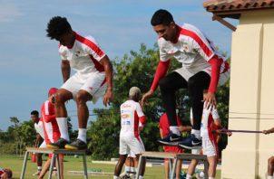 Edwin Aguilar (der.) en los entrenamientos durante la 'burbuja' en Coclé. Foto:Fepafut