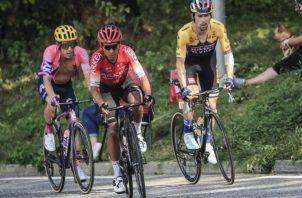 Nairo Quintana (cent.) en el Tour de Francia. Foto:EFE