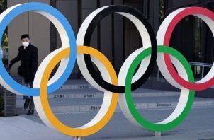 Los anillos olímpicos en Tokio, Japón. Foto:EFE