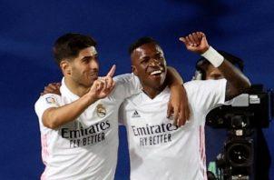 Vinicius Jr. (d) y Marco Asensio del Real Madrid festejan el gol. Foto:EFE