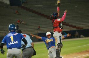 Colón y Panamá Metro abren el torneo mayor de béisbol. Foto: Anayansi Gamez