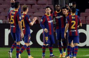Jugadores del Barcelona celebran. Foto:EFE