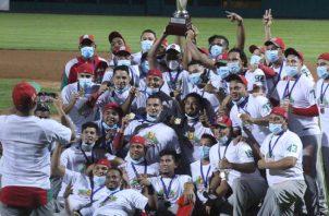 Jugadores de Chiriquí celebran su título en el béisbol mayor. Foto:Fedebeis