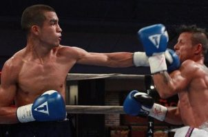 Orlando 'El Jaguar' Peñalba (izq.) en una de las peleas de Zona Box.