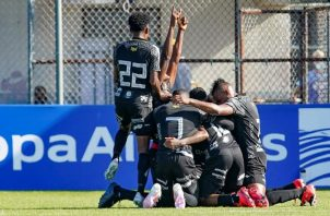 Los jugadores del CAI, festejan el primer gol del partido. Foto:EFE