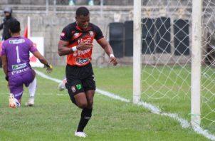 "Nicolás ""Yuyu"" Muñoz festeja su gol ante Sonsonate. Foto:@cdaguilaoficial"