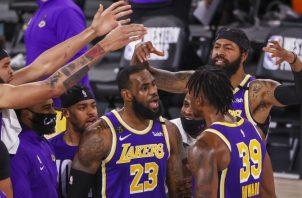 Jugadores de los Lakers. Foto:EFE