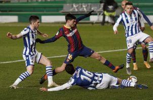 El delantero Pedri (cent) del Barcelona.} Foto:EFE