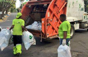 Aumenta acumulación de desechos en las calles.