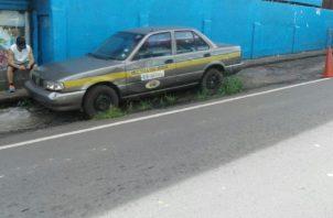Hasta vehículos oficiales hay abandonados en las diferentes calles de la capital.