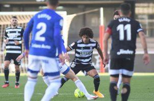 """Adalberto """"Coco"""" Carrasquilla (cent.) del Cartagena en su partido contra Real Oviedo. Foto:@@FCCartagena_efs"""