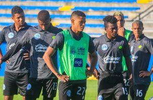 Jugadores de Universitario en los entrenamientos. Foto:EFE