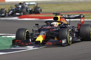 Max Verstappen fue el más veloz ayer en la carrera de pretemporada. Foto:EFE