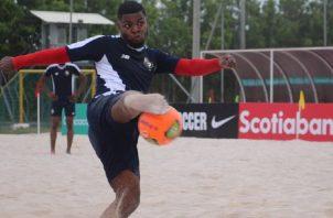 Alfonso Maquensi de la selección de fútbol playa. Foto:Fepafut