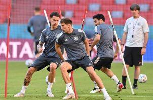 Jugadores de Alemania entrenan con mira su debut en Eurocopa. Foto:EFE