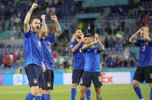 Jugadores italianos festejan el triunfo. Foto:EFE