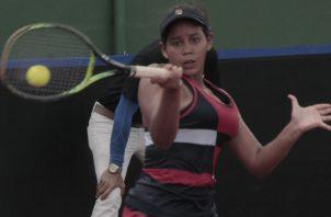 Karen Esther Contreras, jugó ayer en dobles. Víctor Arosemena