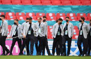 Jugadores de la selección italiana durante el reconocimiento del campo de Wembley en Londres. Foto:EFE
