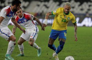 Neymar de Brasil (der.). Foto:EFE