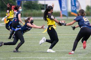 La Liga Flag Football Femenino que organiza el Club Kiwanis se encuentra muy reñida. Foto:Cortesía