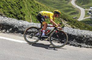 El esloveno Tadej Pogacar en acción durante la etapa del Tour en Pau a Luz Ardiden, Francia. Foto:EFE