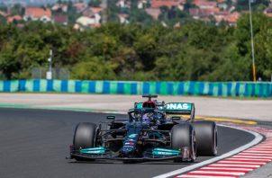 Lewis Hamilton de la Mercedes en sus pruebas en el Gran Premio de Hungría. Foto:EFE