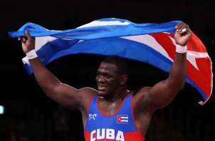 El cubano Mijaín López, festeja su oro olímpico. Foto:Twitter