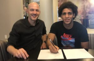 Adalberto 'Coco' Carrasquilla firma con Dynamo de Houston. Foto: Twitter