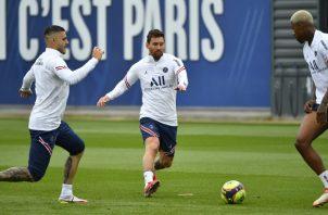 Messi (centro) en los entrenamientos del PSG Foto: @PSG_English