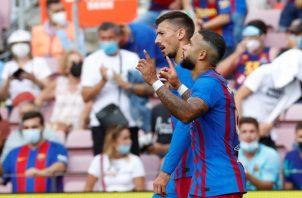 El delantero holandés del Barcelona Memphis Depay celebra su gol. Foto:EFE