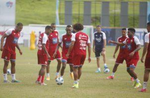 La selección de Panamá entrena en el estadio Rod Carew con miras a su partido contra Costa Rica. Foto:EFE