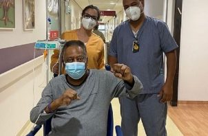 Pelé se recupera de su cirugía. Foto:@pele