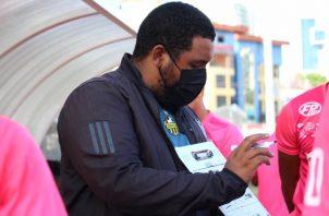 El técnico Francisco Perlo en los entrenamientos del CAI de La Chorrera, dando algunas instrucciones. Foto:Caipanama