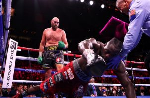 Tyson Fury gana por nocaut Foto: @WBCBoxing