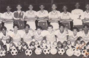 Armando Javier Dely Valdés (tercero abajo de izquierda a derecha), fue campeón juvenil con el equipo de Colón. Cortesía
