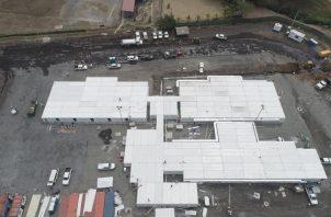 La construcción del hospital modular es para atender a personas afectadas por el COVID-19.