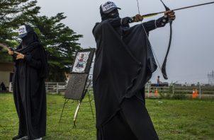 El niqab, que cubre todo el rostro, divide en Indonesia. Foto / Minzayar Oo para The New York Times.