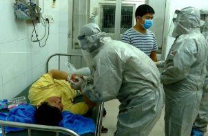 Un total de 106 pacientes permanecen en la Unidad de Cuidados Intensivos, según el Minsa. Foto: Minsa.