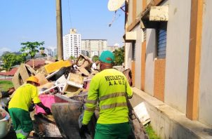 Los enseres desechados también fueron recogidos por medio de los camiones recolectores.